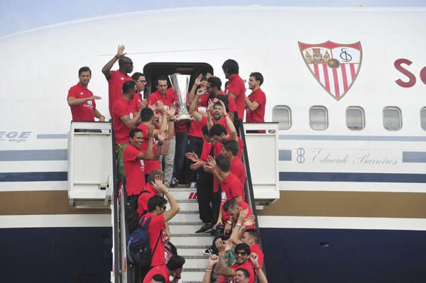 Fiesta con la ''Cuarta'' por las calles de Sevilla