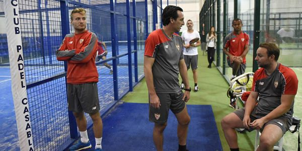 El Sevilla se entrena en las pistas de pádel