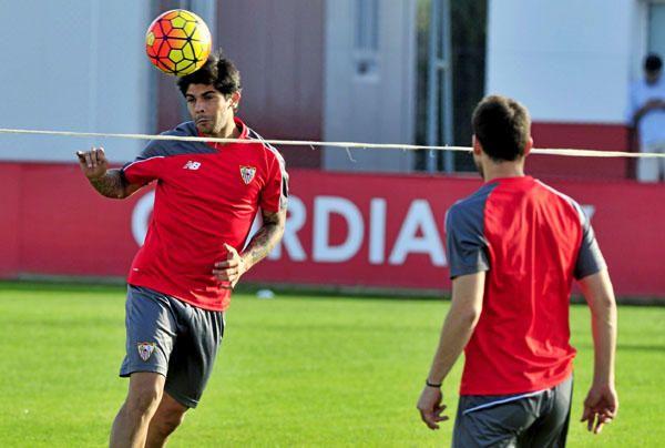 El Sevilla entrena con todos los internacionales