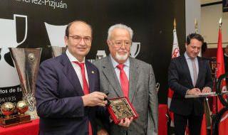 Homenaje del Sevilla a los Fieles de Nervión