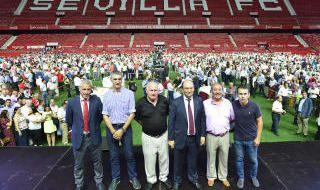 Sevilla F.C.: Homenaje a los fieles de Nervión