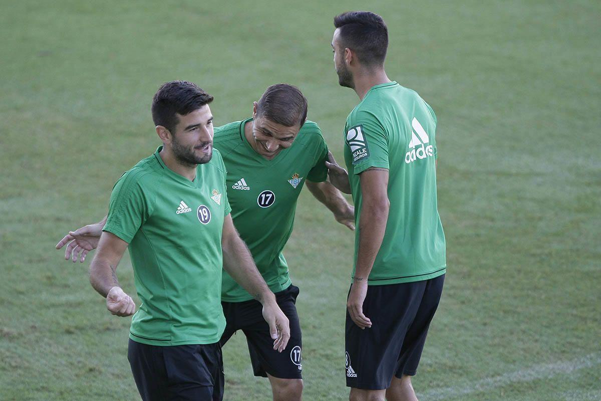 El Betis vuelve al trabajo sin los internacionales