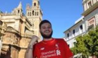 Los aficionados del Liverpool toman en centro de Sevilla