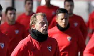 Los Biris, en el entrenamiento del Sevilla F.C.