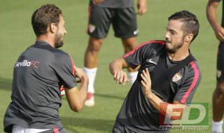 Entrenamiento del Sevilla con Aleix Vidal