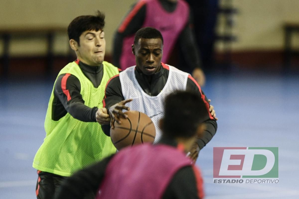 Entrenamiento baloncesto del Sevilla FC