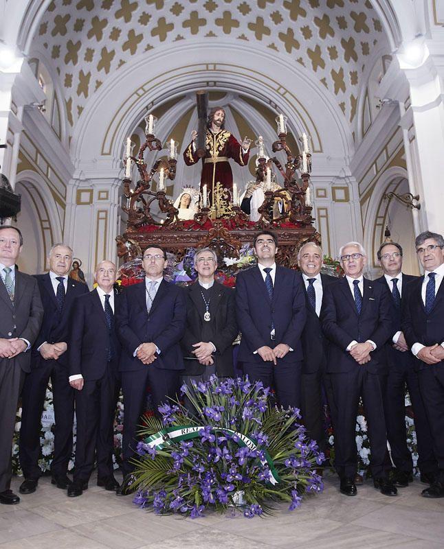 Ofrenda floral del Betis a la Hermandad de la Misión