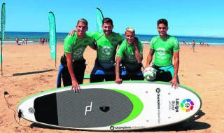 Los jugadores del Betis, de surf por Portimao