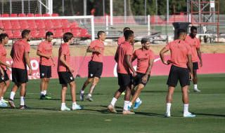 Entrenamiento del Sevilla antes de viajar a Barcelona