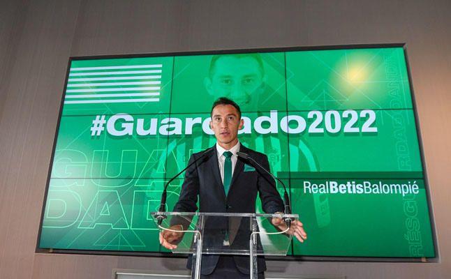 Las imágenes del acto de renovación de Andrés Guardado
