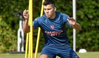Acuña, primer día de entrenamiento con el Sevilla FC
