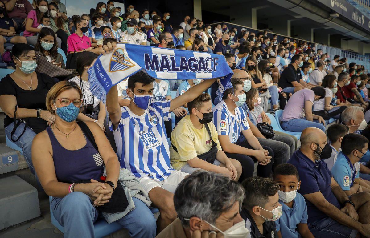 La afición del Málaga se vuelca con su equipo